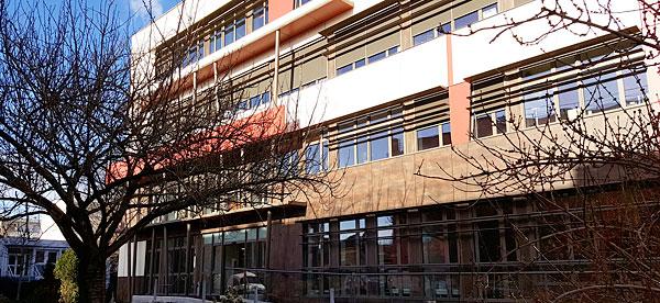 [:fr]Façade rénovée du bâtiment accueillant la délégation CNRS Paris-Villejuif. © Silvia Pourquié[:]
